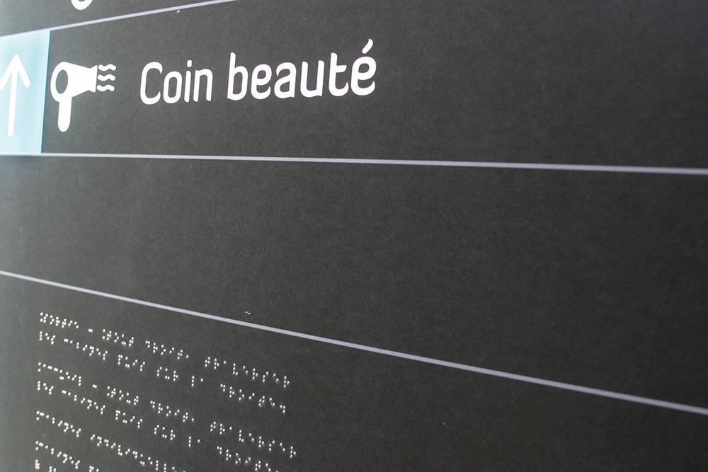 Intégration De Braille Sur Panneau D'alu